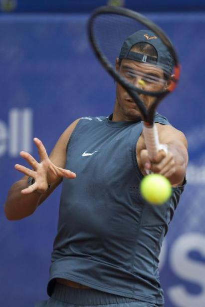 Rafael Nadal practices in sleeveless shirt at the Barcelona Open (2)