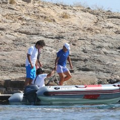 Rafael Nadal enjoys time off from tennis with friends (1)