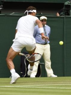 Rafael Nadal tweener Wimbledon 2015