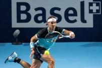 El tenista español Rafael Nadal saca ante el croata Marin Cilic durante el partido de cuartos de final del torneo de Basilea que ambos disputaron en Basilea, Suiza, hoy 30 de octubre de 2015. EFE/Alexandra Wey
