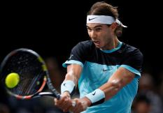 Spain's Rafael Nadal returns the ball to Switzerland's Stanislas Wawrinka during their quarter final match at the BNP Paribas 2015 Masters tennis tournament in Paris, France, 06 November 2015. (Tenis, Francia) EFE/EPA/IAN LANGSDON
