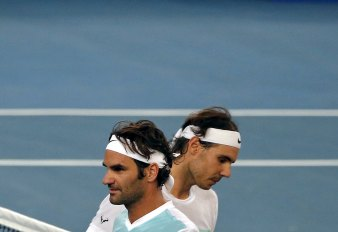 UAE Royals' Roger Federer (L) of Switzerland and Indian Aces' Rafael Nadal of Spain watch during their men's singles match in the International Premier Tennis League (IPTL) in New Delhi, India, December 12, 2015. REUTERS/Anindito Mukherjee