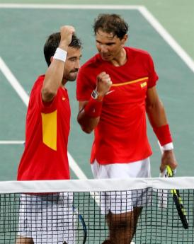 Rafael Nadal (R) and Marc Lopez of Spain celebrate their win at the end of the men's doubles quartefinal match between Lopez/Nadal of Spain and Marach/Peya of Austria of the Rio 2016 Olympic Games Tennis events at the Olympic Tennis Centre in the Olympic Park in Rio de Janeiro, Brazil, 09 August 2016. (España, Brasil, Tenis) EFE/EPA/MICHAEL REYNOLDS
