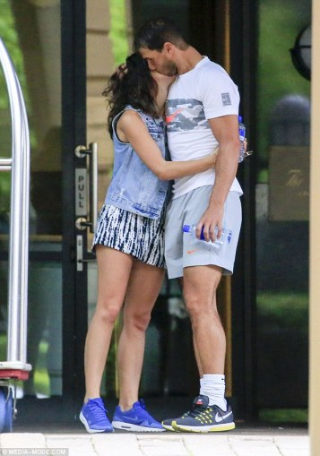 rafael-nadal-and-his-girlfriend-maria-francisca-perello-lovely-moment-in-melbourne-2017-5