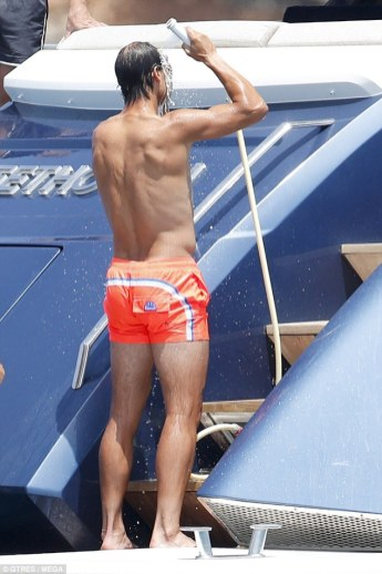 Shirtless Rafael Nadal joined by friends on holiday in Spain 2018 (10)