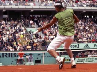Première finale de Grand Chelem, face à l'Argentin Mariano Puerta. Un combat superbe. Nadal concède la première manche mais du haut de ses 18 ans, son physique est aussi solide que son mental de champion. Victoire en quatre sets de Rafa, qui entre dans la cour des grands ce jour-là.