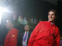 El tenista Rafael Nadal (d) en el estadio Pierre Mauroy de Lille (Francia) momentos antes de asitir al partido de la final del Europeo 2015 que España y Lituania disputarán esta tarde. EFE/Juan Carlos Hidalgo