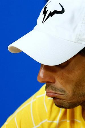 El tenista español Rafael Nadal da una rueda de prensa tras perder ante su compatriota Fernando Verdasco en su partido de primera ronda del Abierto de Australia de tenis en Melbourne, hoy, 19 de enero de 2016. Nadal perdió por 7-6(6), 4-6, 3-6, 7-6(4) y 6-2. EFE/Made Nagi