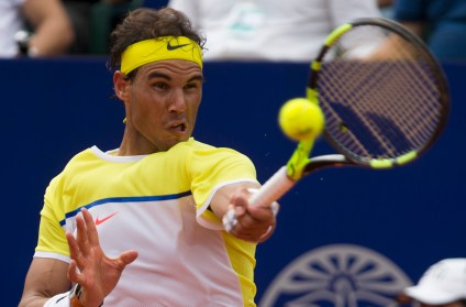 Rafael Nadal of Spain returns the ball to Dominic Thiem of Austria during the ATP Argentina Open tenis match in Buenos Aires, Argentina, Saturday, Feb. 13, 2016. (AP Photo/Ivan Fernandez)