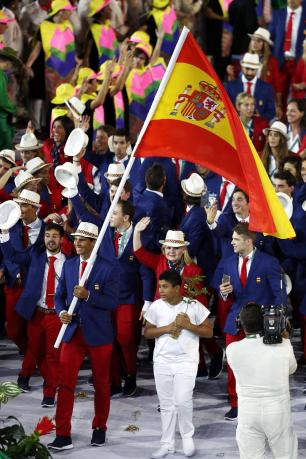 RIO DE JANEIRO, BRAZIL - AUGUST 05: Flag bearer Rafael Nadal of Spain leads his team during the Opening Ceremony of the Rio 2016 Olympic Games at Maracana Stadium on August 5, 2016 in Rio de Janeiro, Brazil. (Photo by Paul Gilham/Getty Images)