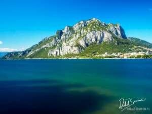 Piękne zdjęcie jeziora Como i gór zrobione w Lecco