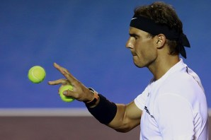 ACAPULCO, MEXICO - FEBRUARY 28: Rafael Nadal of Spain catches a ball during the match between Mischa Zverev (GER) and Rafael Nadal (ESP) as part of the Abierto Mexicano Telcel 2017 at the Fairmont Acapulco Princess on February 28, 2017 in Acapulco, Mexico. (Photo by Miguel Tovar/LatinContent/Getty Images)