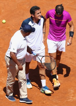 ROME, ITALY - MAY 17: Nicolas Almagro (C) of Spain is helped off court by Rafael Nadal (R) of Spain and umpire Carlos Bernardes (L) after retiring at 0-3 in the opening set on Day Four of The Internazionali BNL d'Italia 2017 at the Foro Italico on May 17, 2017 in Rome, Italy. (Photo by Michael Steele/Getty Images)