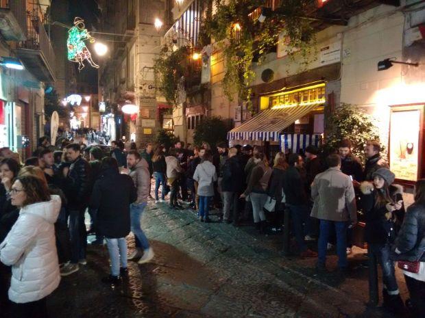 Le migliori pizzerie di Napoli: in attesa da Sorbillo