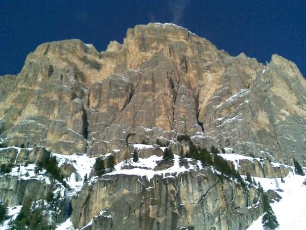 Escursioni con le ciaspole da Cortina: le pareti della Tofana di Rozes