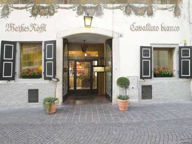L'entrata del Cavallino Bianco a Bolzano