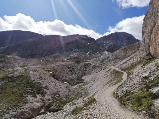 Il sentiero che porta al Rifugio Antermoia