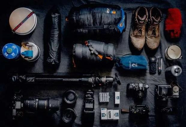 Regali per viaggiatori: gli accessori per telefono e macchina fotografica.