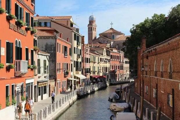 Fondamente Veneziane da percorrere con il naso all'insù