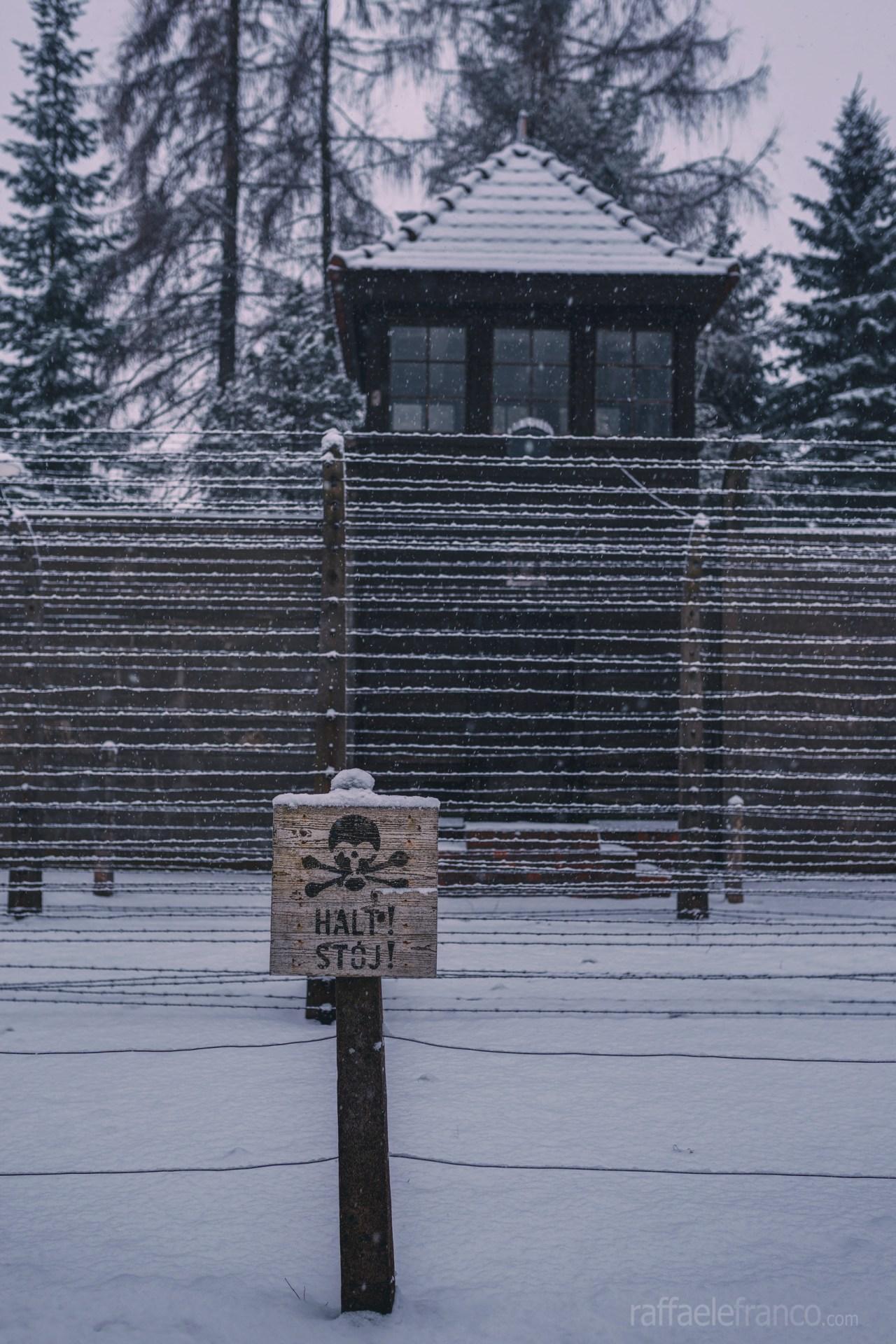 La doppia recinzione elettrificata di Auschwitz