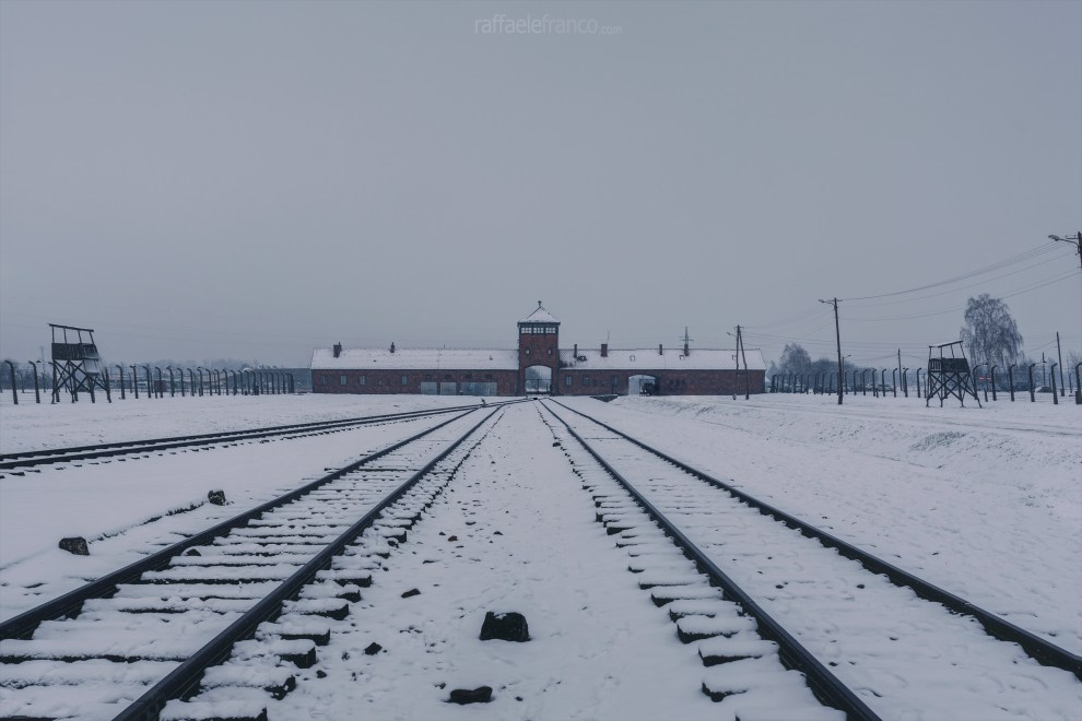 Il complesso d'ingresso del campo di Auschwitz-Birkenau II