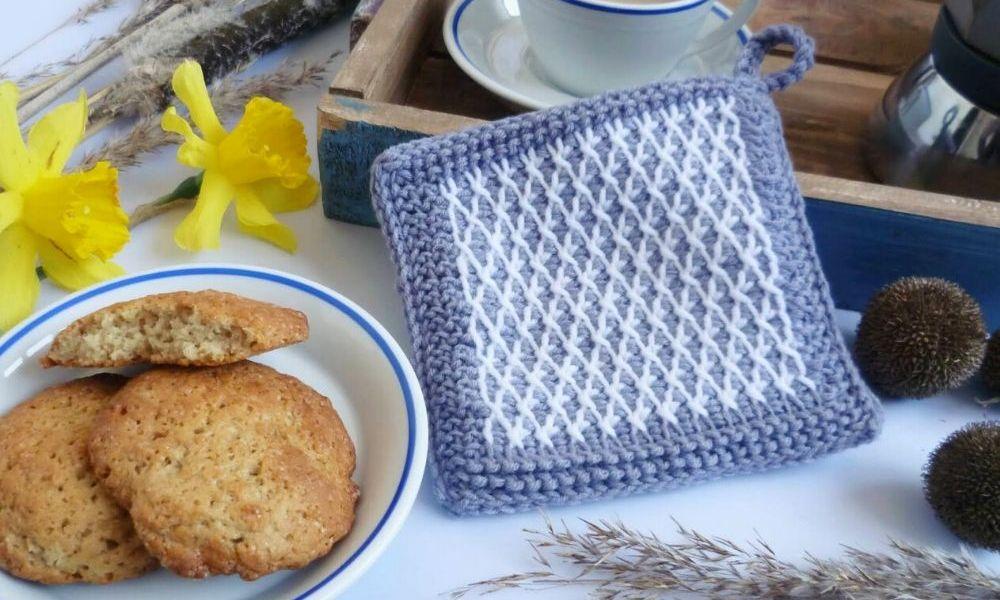 Tunisian Crochet Tresca Potholder - Free Pattern by RaffamusaDesigns