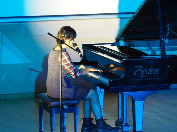 Yeo Min serenading the audience with her vocal prowess and refined piano-playing