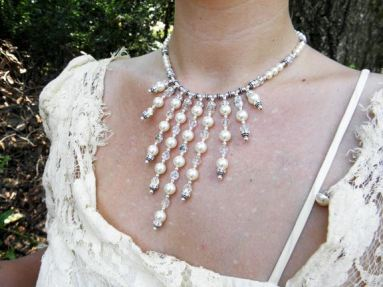 bride-necklace-closeup