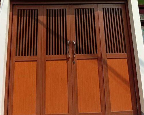 model pintu garasi aluminium serat kayu