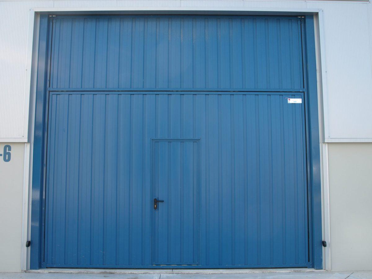 Puerta contrapesada plegable CP10