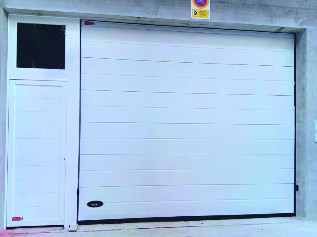 Puerta seccional industrial Thermo 45