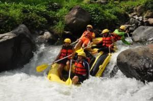 rafting Pacet Mojokerto di sungai kromong menjadi daya tarik wisata, www.rafting-pacet.com,081334664876