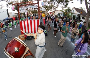 Tomio Prehoda of the Isami Taiko group sets the beat for the obon dancers.