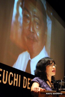 Fujino speaks at the Tateuchi Democracy Forum