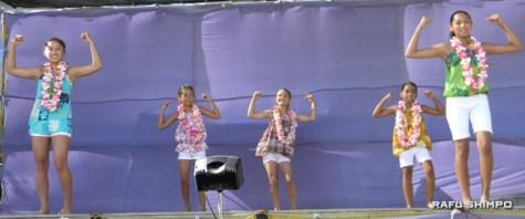 Members of Hālau Hula Moani'a'ala Anuhea, ranging from kids to seniors, performed Hawaiian and other Polynesian dances. (J.K. YAMAMOTO/Rafu Shimpo)