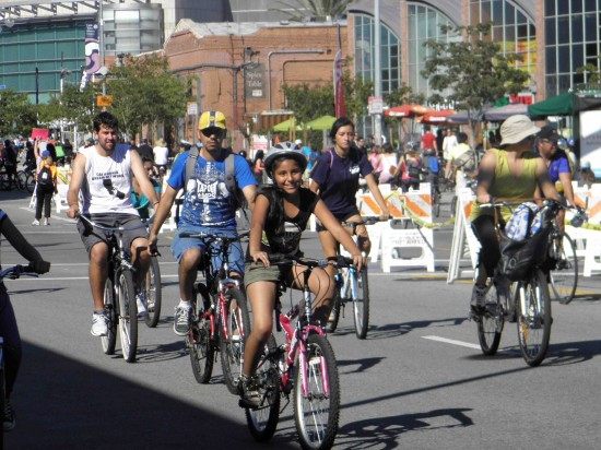 CicLAvia participants on Central between First and Second in Little Tokyo. (J.K. YAMAMOTO/Rafu Shimpo)