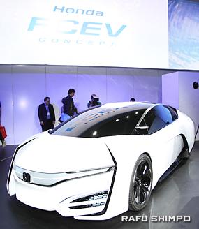 ホンダのコンセプト燃料電池車「FCEV」