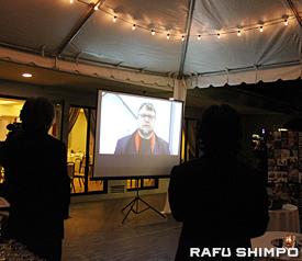 ビデオメッセージで受賞の喜びを語るデル・トロ監督
