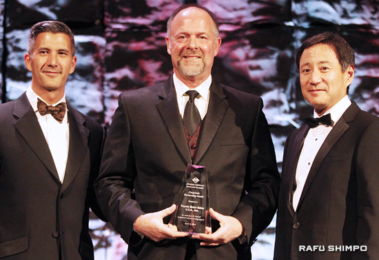 Michael Rouse (center), vice president of diversity at Toyota Motor Sales USA, accepts award from Greg Kimura (left) and Gordon Yamate of JANM.