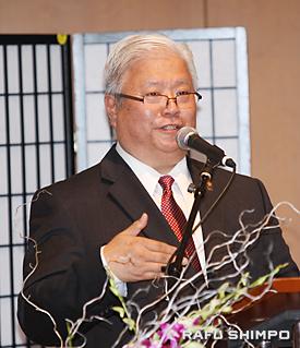二世週祭の開幕を宣言する岡本雅夫実行委員長