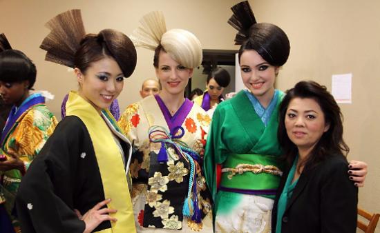 Sueko Oshimoto with models wearing her avant garde kimono designs. (Photo credit: Kentaro Jake T.)