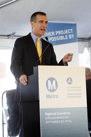 交通渋滞緩和へ向けた大きな一歩を称賛するロサンゼルスのガーセッティー市長(写真=マリオ・G・レエス)