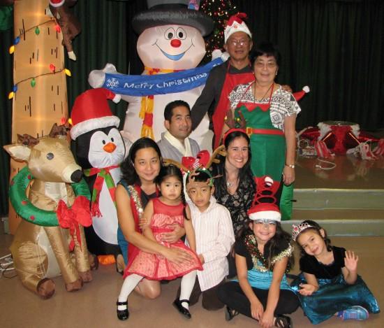 Harold and Ellen Kameya and their family pose for a holiday photo. (J.K. YAMAMOTO/Rafu Shimpo)