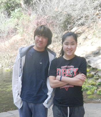 上智大学に入学したため、現在は日米で離れて暮す吉山マリヤさん(右)と弟の大翔さん。大翔さんには、スカイプで日本での体験を話している