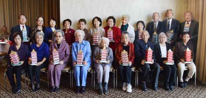 今年80歳を迎える傘寿の祝いと、80歳以上の会員に敬意を示す高齢者表彰