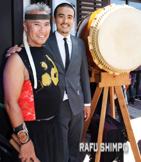 Nisei Week Parade Marshal Kenny Endo joins his son Miles, designer of the Sei Fujii Monument on Second Street in Little Tokyo, on Aug. 1. Kenny lives and works in Hawaii, but he is a Boyle Heights native who continues to pave new paths as a performer and teacher of taiko drumming. (GWEN MURANAKA/Rafu Shimpo)