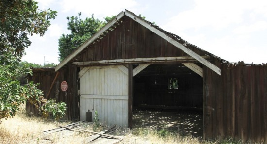 Remnants of the site's unique agricultural history, such as the 1914 barn, remain. (Urban Land Institute)