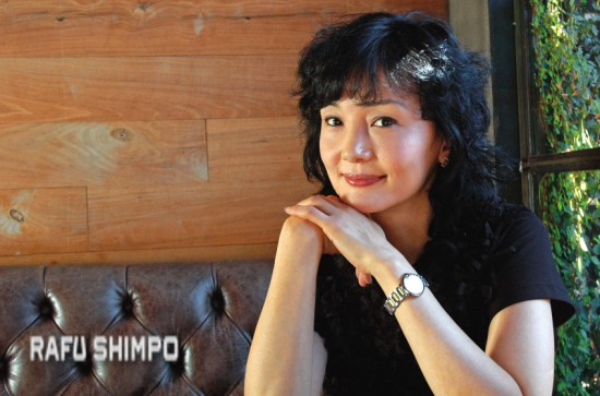Kaho Minami relaxes during a Rafu Shimpo interview in West L.A. (MIKEY HIRANO CULROSS/Rafu Shimpo)