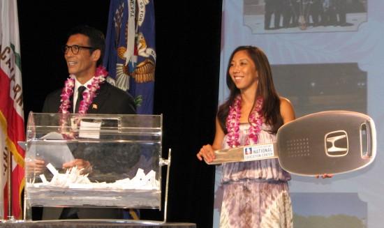 Natalie Nakase and emcee David Ono conduct a drawing during GFBNEC's Evening of Aloha. (J.K. YAMAMOTO/Rafu Shimpo)
