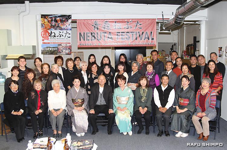 新年会で親睦を深めた青森県人会とLAねぶた囃子保存会の両メンバー